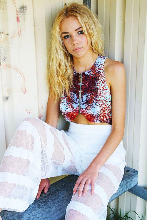 label_graduate_Oneof4_design_print_fashion_digitalfabrics_collection_croptop_designer